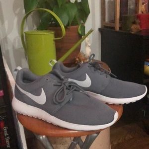 Brand New Nike sneakers (size 9.5 in woman)